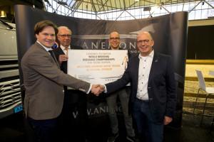 Evenementcoördinator Joris Kemperman, bestuursvoorzitter Aat Both en Stefan en Bert van Kooten van Anemone Horse Trucks.
